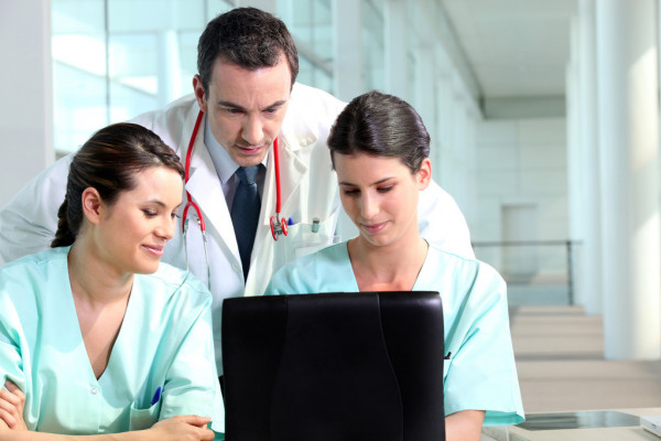 what is a medical resident